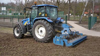 Zakládání travních ploch a výsadba